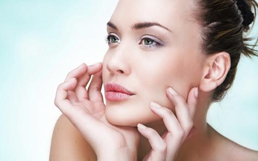 Skuteczne oczyszczanie i pielęgnacja twarzy, aby zachować młodość na dłużej
