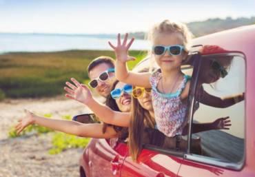Poradnik wakacyjny: co warto zabrać na letni wyjazd z dziećmi?