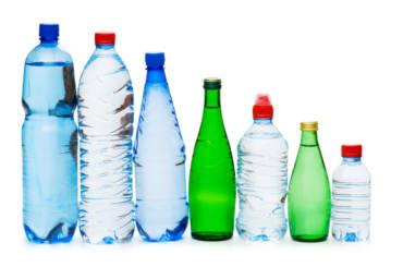 Dlaczego warto zrezygnować z picia wody butelkowanej