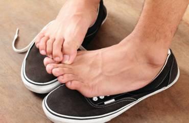 Nadmierna potliwość stóp – jak się jej pozbyć?