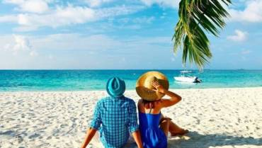 Nasz Blog beach couple 700x410 1 370x209